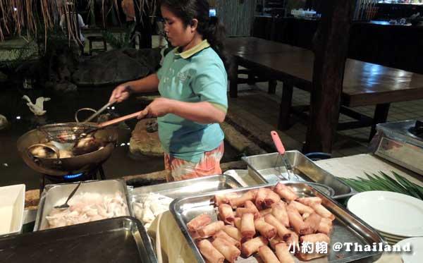 Home Phutoey River Kwai Resort dinner2.jpg