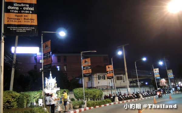 曼谷鐵道夜市Ratchada Train Market3.jpg