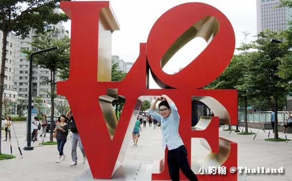台北101大樓Robert Indiana普普藝術家 LOVE雕塑.jpg
