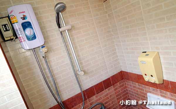 Parasol Inn Hotel ChiangMai bathroom1.jpg