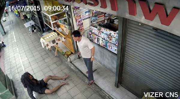 泰國感人廣告乞丐的報恩Vizer cctv3.jpg