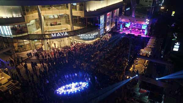 MAYA Chiang Mai Songkran Singhalight 16.04.2016.jpg