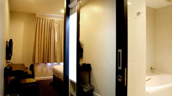 24 Twenty Inn Hotel@Phrom Phong ROOM3.jpg