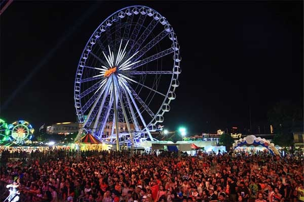 Asiatique The Riverfront Songkran festival 2016 b.jpg