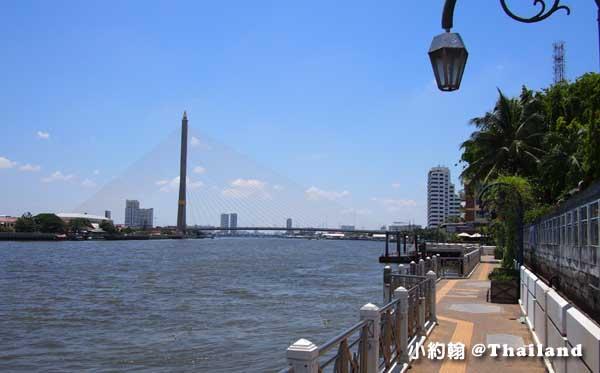 Chao Phraya river昭披耶河步行.jpg