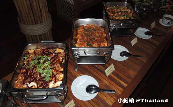 Floathouse River Kwai Resort dinner2.jpg