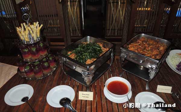 Floathouse River Kwai Resort dinner3.jpg