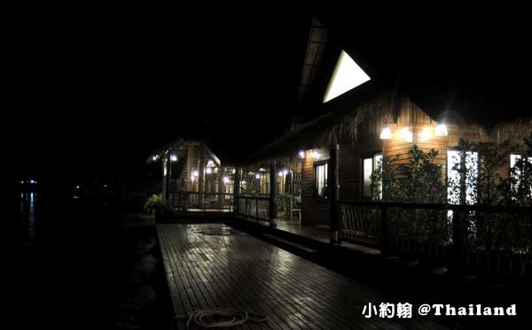 Floathouse River Kwai Resort night.jpg