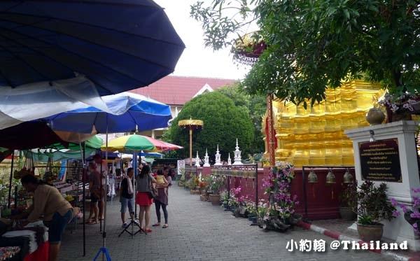 清邁週五跳蚤市集Wat Phan On佛寺2.jpg