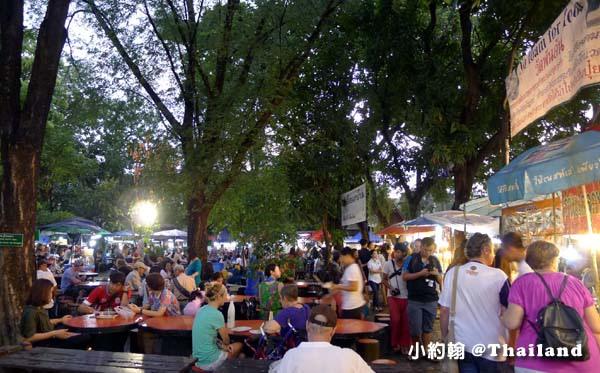 清邁週日步行夜市Wat Phan On佛寺美食街.jpg