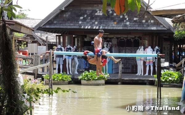 Pattaya Floating Market muay thai.jpg