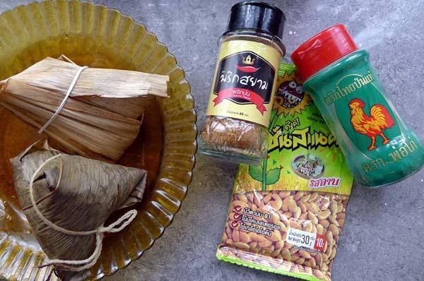 泰式辣椒粉+泰國胡椒粉+打拋口味瓜子與肉粽