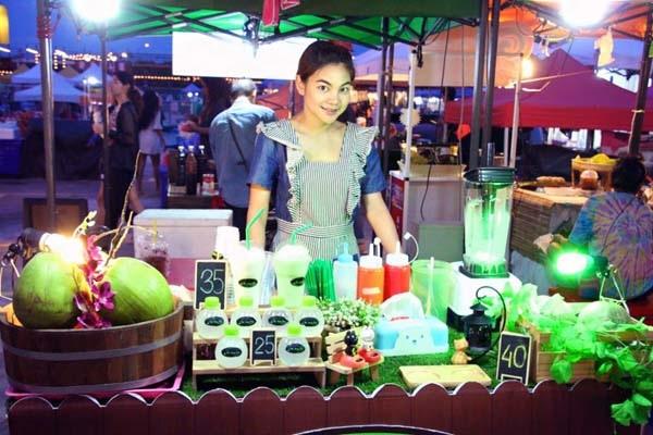 泰國曼谷火車貨櫃夜市Train Night Market Kaset Nawamin8.jpg