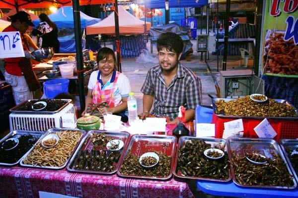 泰國曼谷火車貨櫃夜市Train Night Market Kaset Nawamin6.jpg