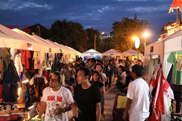 泰國曼谷火車貨櫃夜市Train Night Market Kaset Nawamin5.jpg