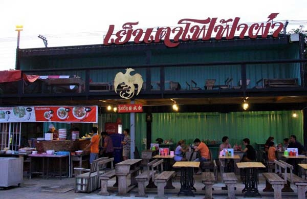 泰國曼谷火車貨櫃夜市Train Night Market Kaset Nawamin2.jpg