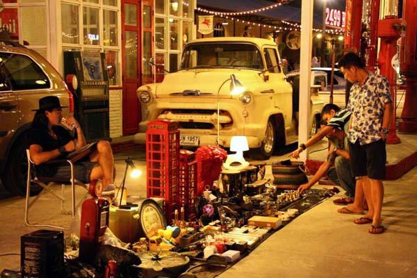 泰國曼谷火車貨櫃夜市Train Night Market Kaset Nawamin19.jpg