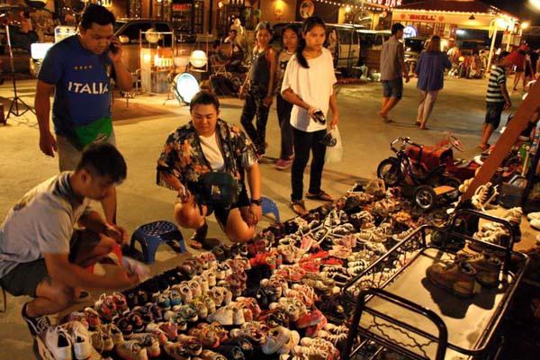 泰國曼谷火車貨櫃夜市Train Night Market Kaset Nawamin18.jpg