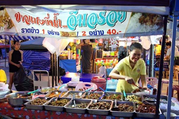泰國曼谷火車貨櫃夜市Train Night Market Kaset Nawamin17.jpg