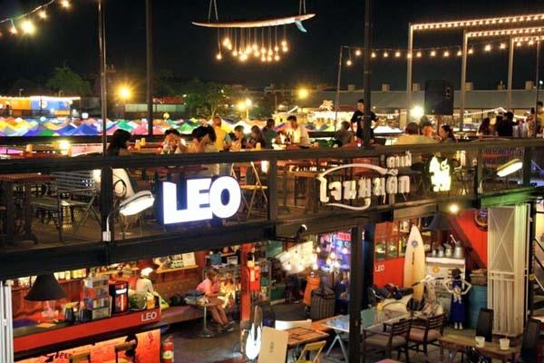 泰國曼谷火車貨櫃夜市Train Night Market Kaset Nawamin14.jpg