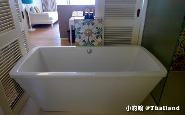 Rest Detail Hotel Hua Hin Rest bath tub.jpg