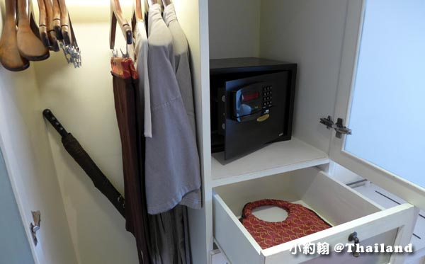 Rest Detail Hotel Hua Hin closet.jpg