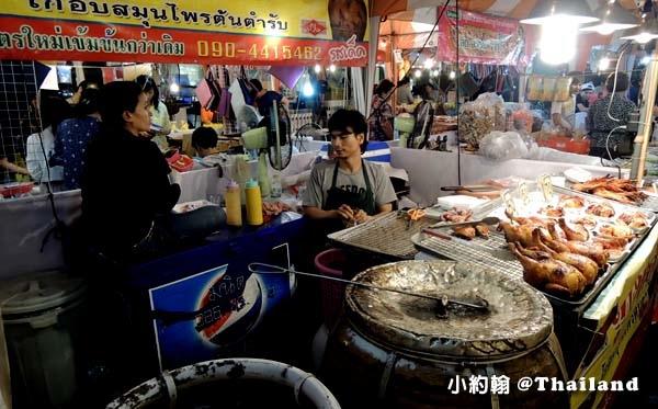 Central World street food night marekt泰式烤全雞.jpg