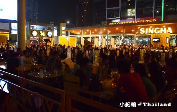 Central World bangkok plaza Singhag bar.jpg