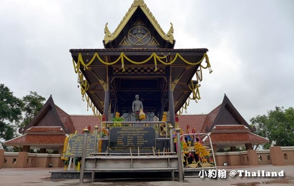 King Naresuan the Great Mounment(shrine)@Nong Bua Lamphu3.jpg