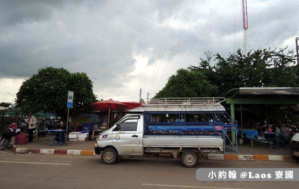 Thanaleng Border Crossing寮國雙條車.jpg