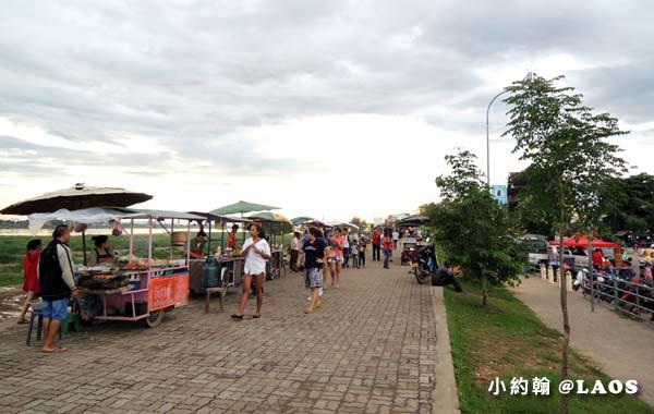 寮國永珍夜市Chao Anouvong Park.jpg