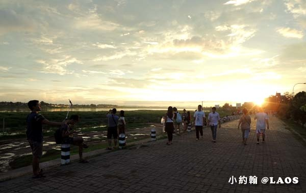 寮國Chao Anouvong Park賞夕陽2.jpg