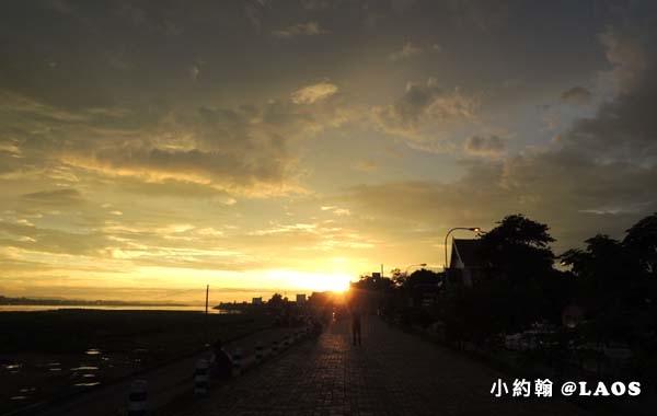 寮國Chao Anouvong Park賞夕陽1.jpg
