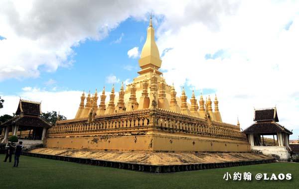 Pha That Luang Stupa Vientiane Laos塔鑾寺.jpg