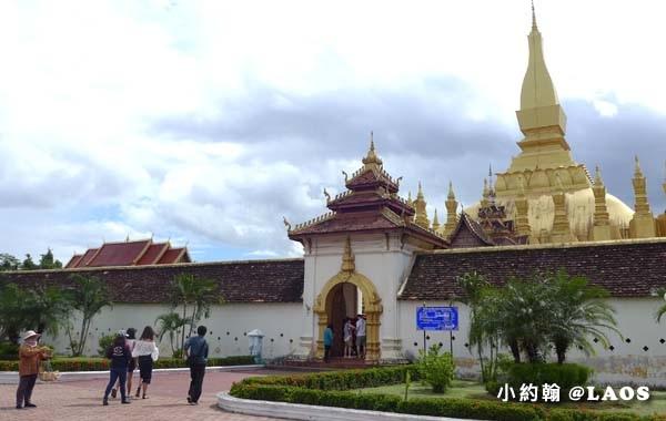 Pha That Luang Stupa Vientiane Laos塔鑾寺4.jpg