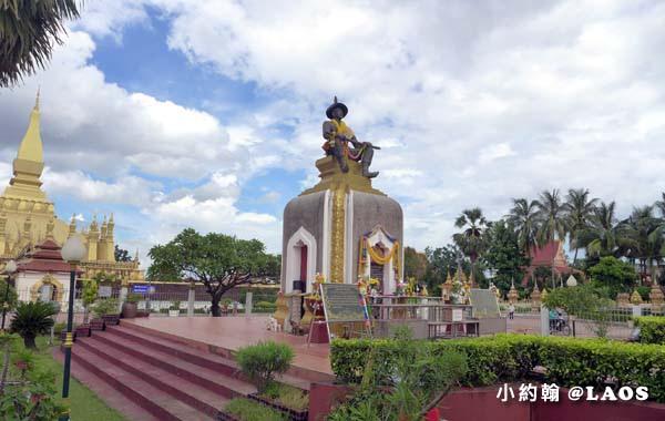 Pha That Luang Stupa Vientiane Laos塔鑾寺9.jpg