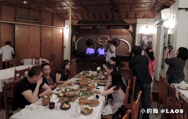 Kualao Restaurant Laos Vientiane dinner music show2.jpg