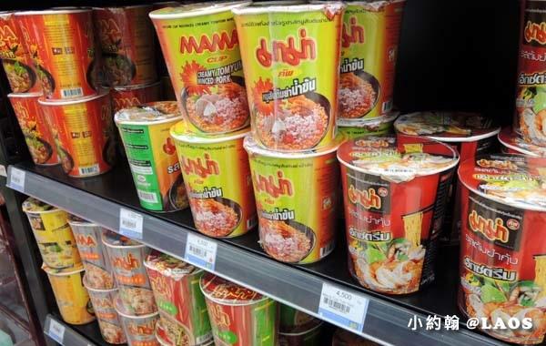 寮國超商LAOS Mart零食購物.jpg