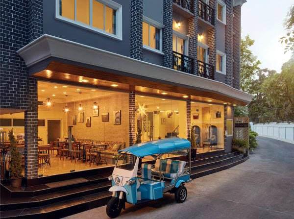 Bkk Original Hotel Bangkok tuktuk.jpg