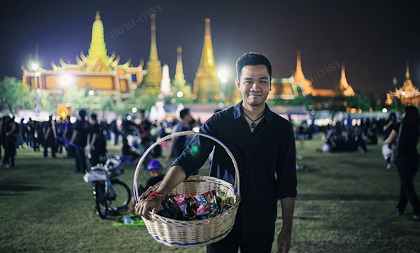 Grand Palace mourning for His Majesty King Bhumibol Adulyadej1.jpg