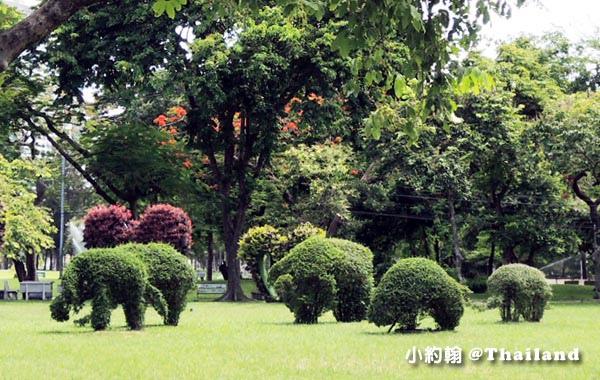 Bangkok Lumphini Park elephants.jpg