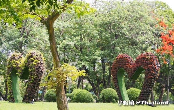 Bangkok Lumphini Park trees.jpg