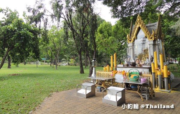 Bangkok Lumphini Park temple2.jpg