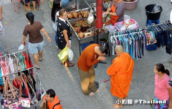 Wat Tai  On nut bangkok market monk.jpg