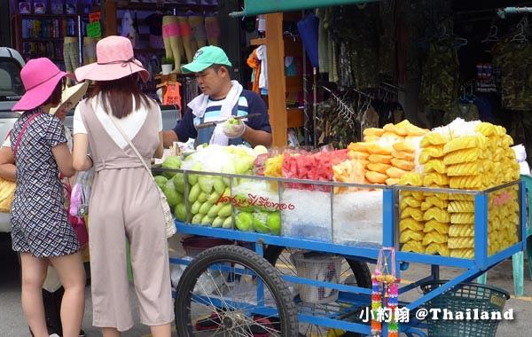 恰圖恰市集Chatuchak market-現切水果.jpg
