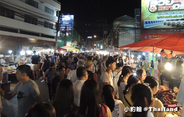 Chiangmai WuaLai Walking Street Night Market1.jpg