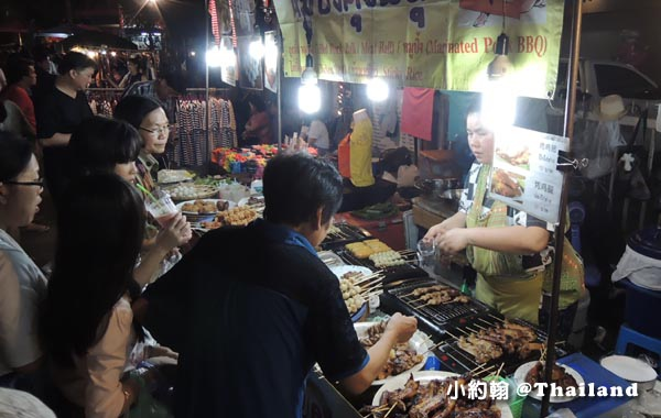Chiangmai WuaLai Walking Street Night Market14.jpg