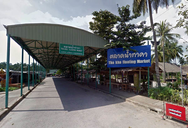 Tha Kha Floating Market.jpg