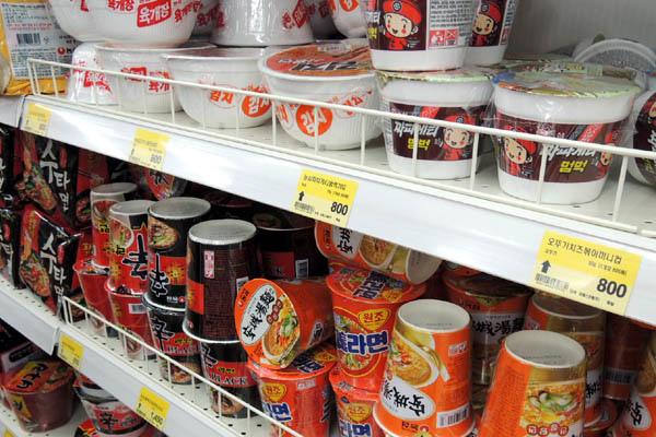 韓國超商碗裝泡麵價格.jpg