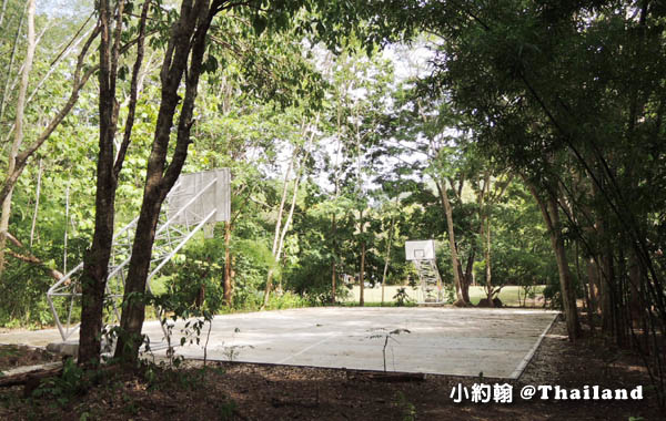 Mon Tribal Village Kanchanaburi森林籃球場.jpg